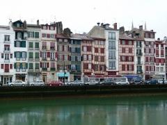 Maisons à colombage rouge sang-de-bœuf - Bayonne
